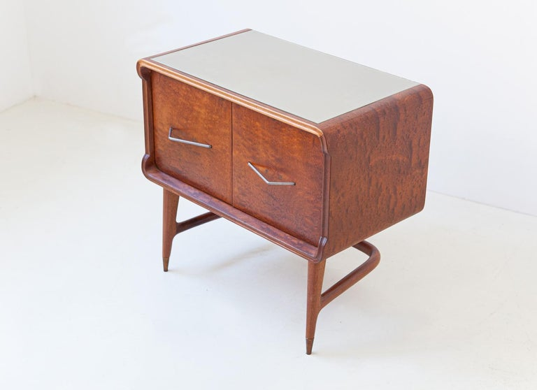 Pair of Italian Sculptural Mahogany Bedside Tables, 1950s For Sale 1