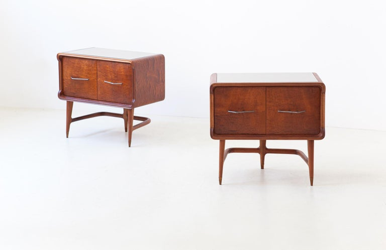 Pair of Italian Sculptural Mahogany Bedside Tables, 1950s For Sale 3