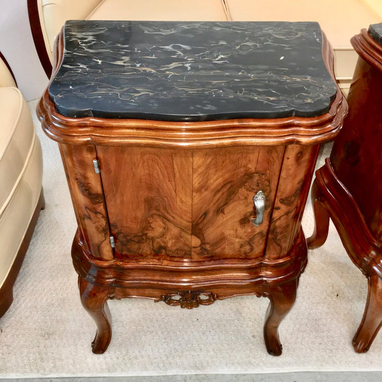 Pair of Italian Serpentine Nightstands with Marble Tops In Good Condition For Sale In Hingham, MA
