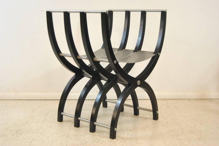 20th Century Pair of Italian Style Black Lacquer Savonarola Chairs For Sale