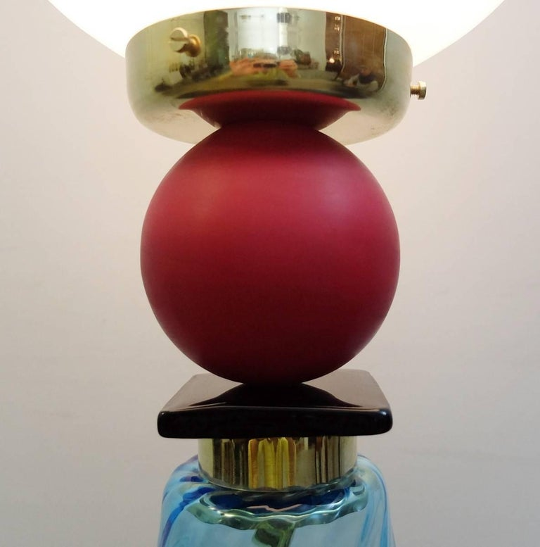 Contemporary Italian table lamp in Murano glass. Mixture of brilliant and matte Murano glass. Only one available. It is not a pair.