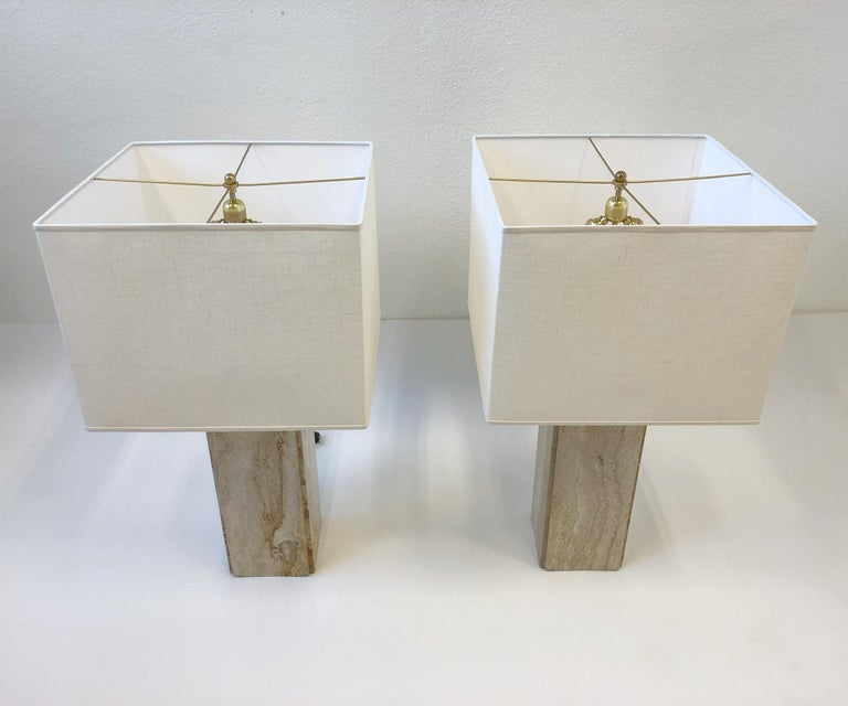 Polished Pair of Italian Travertine and Brass Table Lamps For Sale
