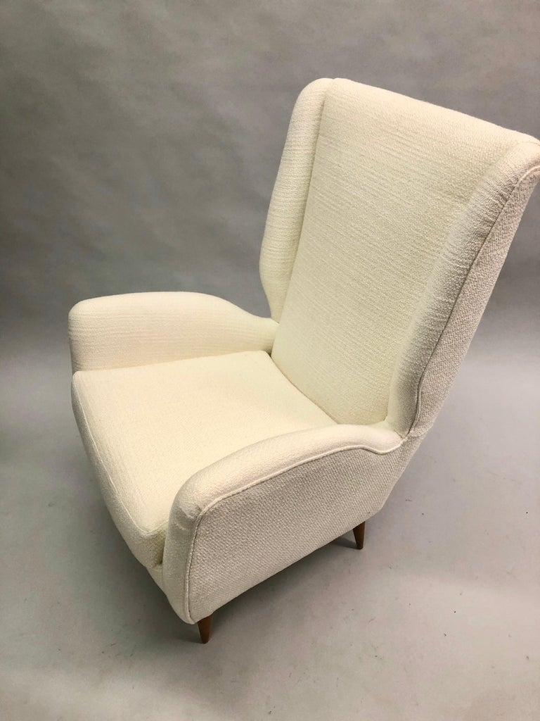 Pair of Italian Wingback Lounge Chairs / Armchairs by Gio Ponti, Model 512 For Sale 4