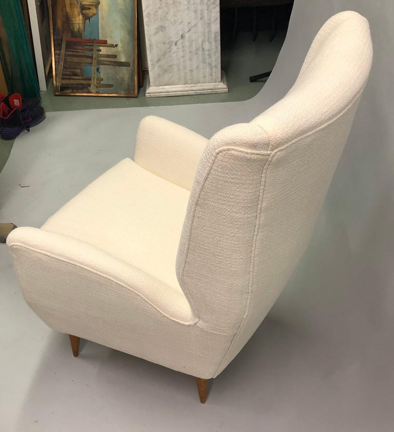 Pair of Italian Wingback Lounge Chairs / Armchairs by Gio Ponti, Model 512 For Sale 5