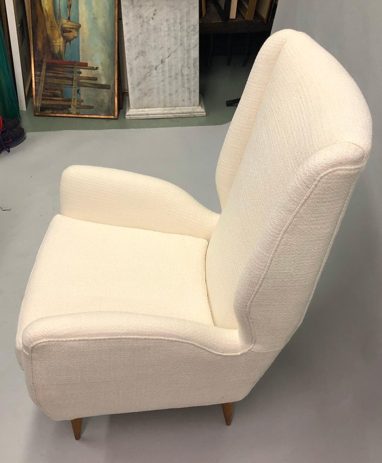 Pair of Italian Wingback Lounge Chairs / Armchairs by Gio Ponti, Model 512 For Sale 6