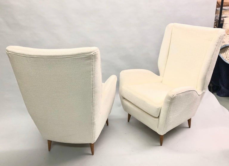 Pair of Italian Wingback Lounge Chairs / Armchairs by Gio Ponti, Model 512 In Good Condition For Sale In New York, NY