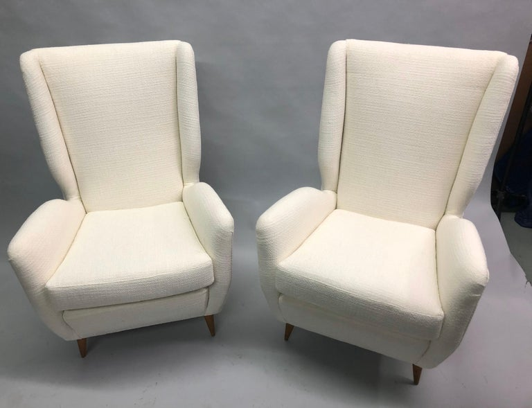 20th Century Pair of Italian Wingback Lounge Chairs / Armchairs by Gio Ponti, Model 512 For Sale