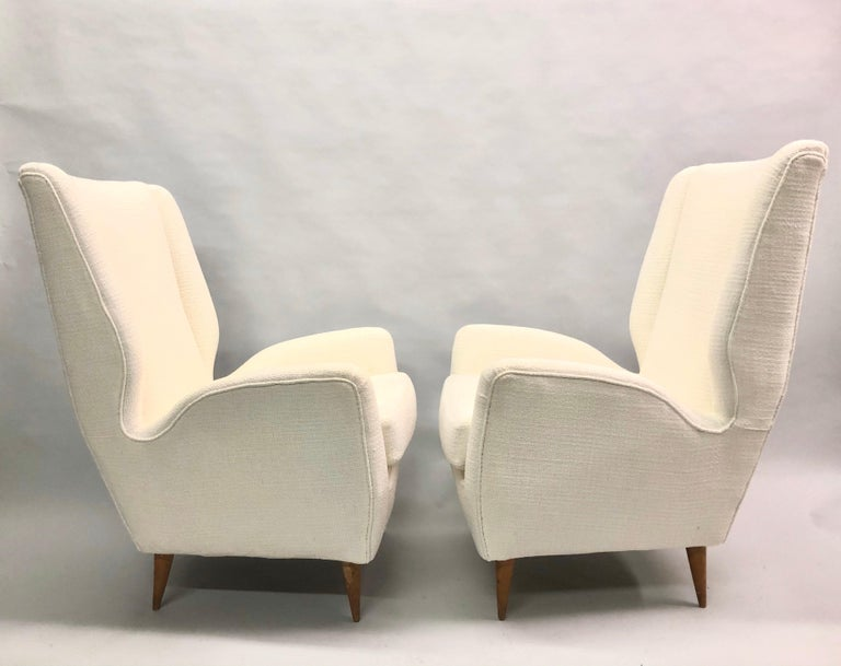 Pair of Italian Wingback Lounge Chairs / Armchairs by Gio Ponti, Model 512 For Sale 1