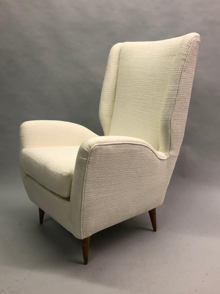 Pair of Italian Wingback Lounge Chairs / Armchairs by Gio Ponti, Model 512 For Sale 2