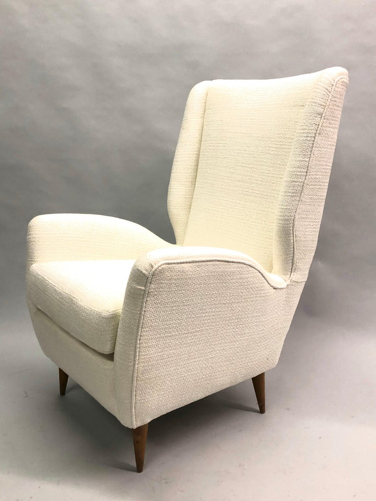 Pair of Italian Wingback Lounge Chairs / Armchairs by Gio Ponti, Model 512 For Sale 3