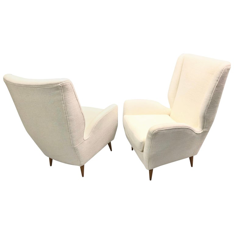 Pair of Italian Wingback Lounge Chairs / Armchairs by Gio Ponti, Model 512 For Sale