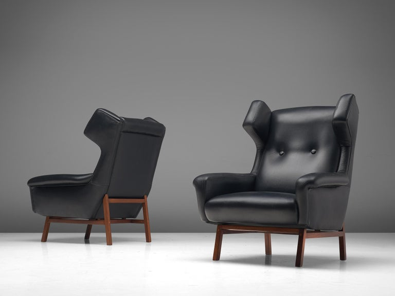 Pair of Italian Wingback Lounge Chairs in Black Leather In Good Condition For Sale In Waalwijk, NL