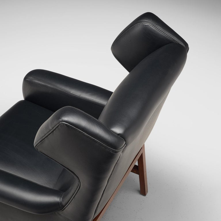 Pair of Italian Wingback Lounge Chairs in Black Leather For Sale 2