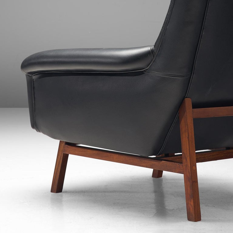 Pair of Italian Wingback Lounge Chairs in Black Leather For Sale 4