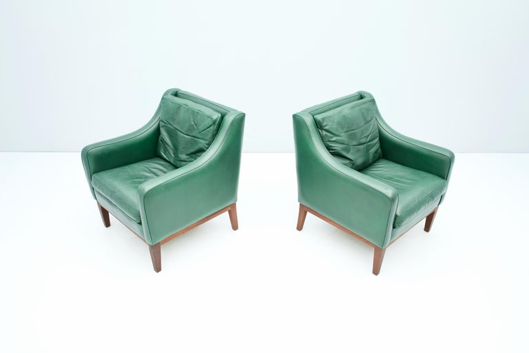 Pair of Italian Lounge Chairs in Green Leather, 1958 For Sale 5