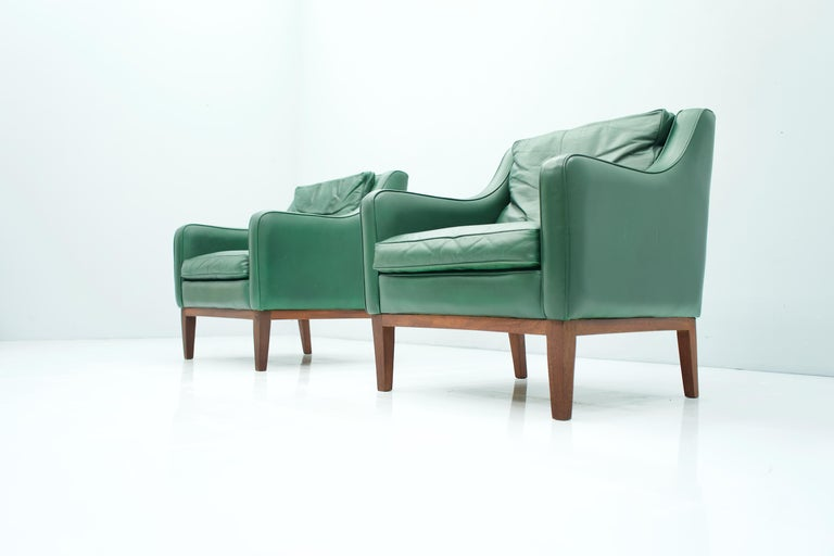 Pair of Italian Lounge Chairs in Green Leather, 1958 For Sale 6