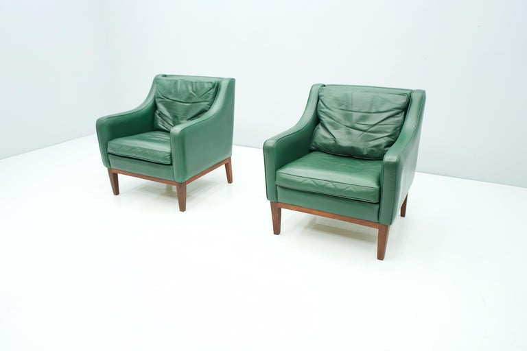 Pair of Italian Lounge Chairs in Green Leather, 1958 For Sale 7