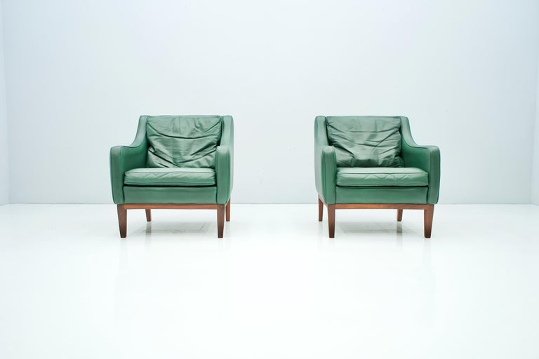 Pair of Italian Lounge Chairs in Green Leather, 1958 For Sale 8