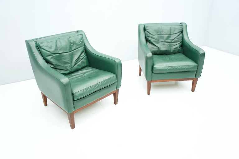 Mid-Century Modern Pair of Italian Lounge Chairs in Green Leather, 1958 For Sale