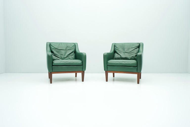 Pair of Italian Lounge Chairs in Green Leather, 1958 In Good Condition For Sale In Frankfurt / Dreieich, DE