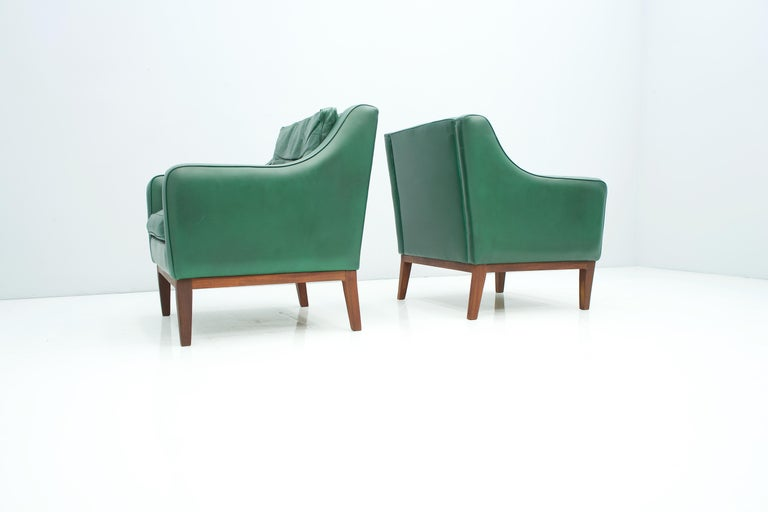 Mid-20th Century Pair of Italian Lounge Chairs in Green Leather, 1958 For Sale