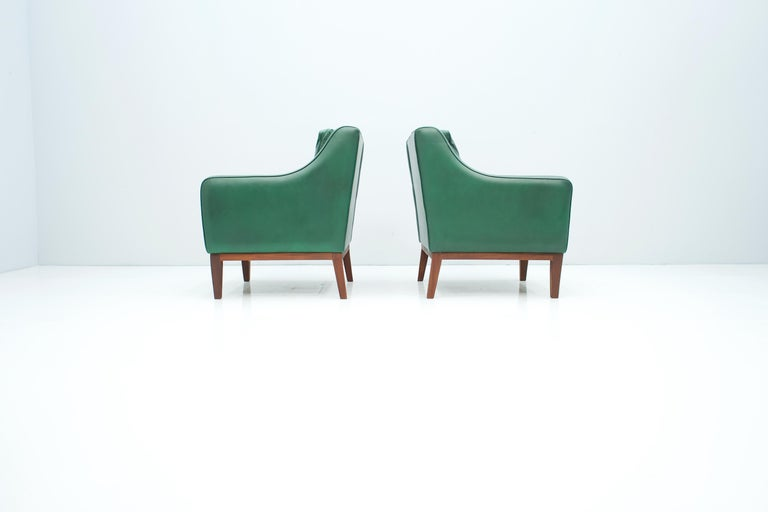 Pair of Italian Lounge Chairs in Green Leather, 1958 For Sale 1