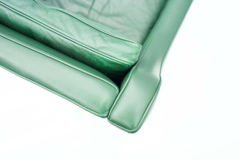 Pair of Italian Lounge Chairs in Green Leather, 1958 For Sale 2