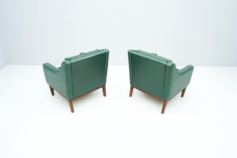 Pair of Italian Lounge Chairs in Green Leather, 1958 For Sale 3