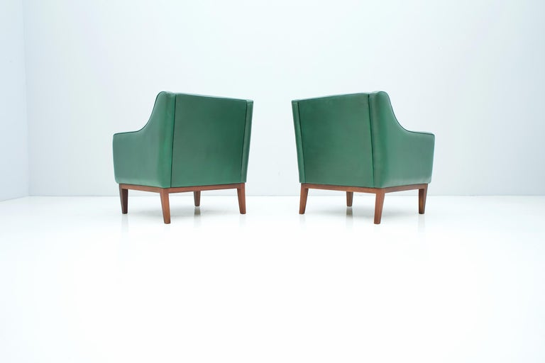 Pair of Italian Lounge Chairs in Green Leather, 1958 For Sale 4