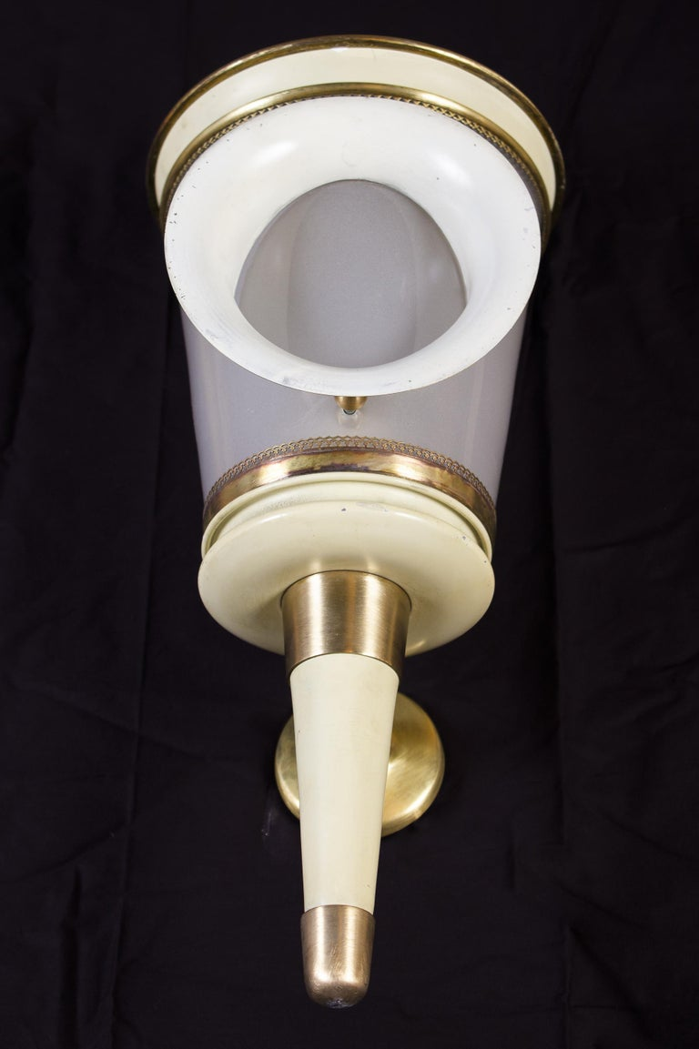 Art Deco Pair of Ivory Painted and Brass Sconces or Wall Lights Carlo Scarpa Style, 1940 For Sale