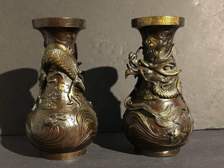 Pair of Japanese Edo Period Parcel-Gilt Bronze Dragon Vases, Early 19th Century In Good Condition For Sale In Austin, TX