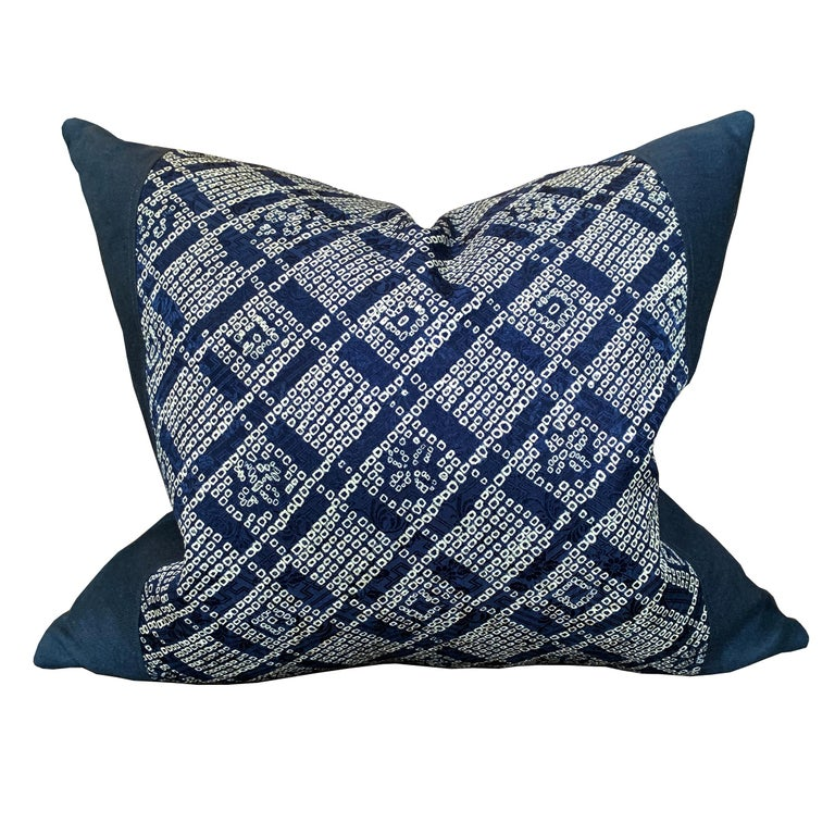 Pair of Japanese Shibori Indigo Pillows In New Condition For Sale In Chicago, IL