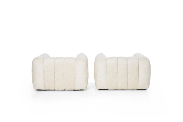 Pair of Jay Spectre Polar bear Style Lounge Chairs In Excellent Condition For Sale In Chicago, IL