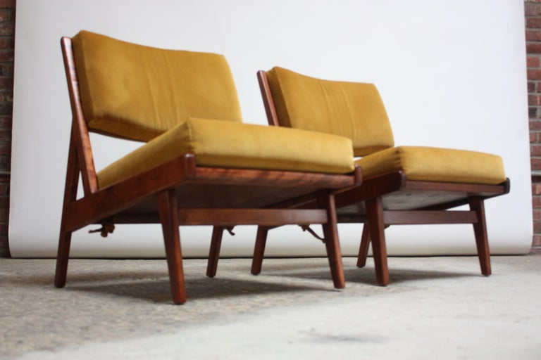 Mid-Century Modern Pair of Jens Risom Low Lounge Chairs Model U-431 in Walnut and Velvet For Sale