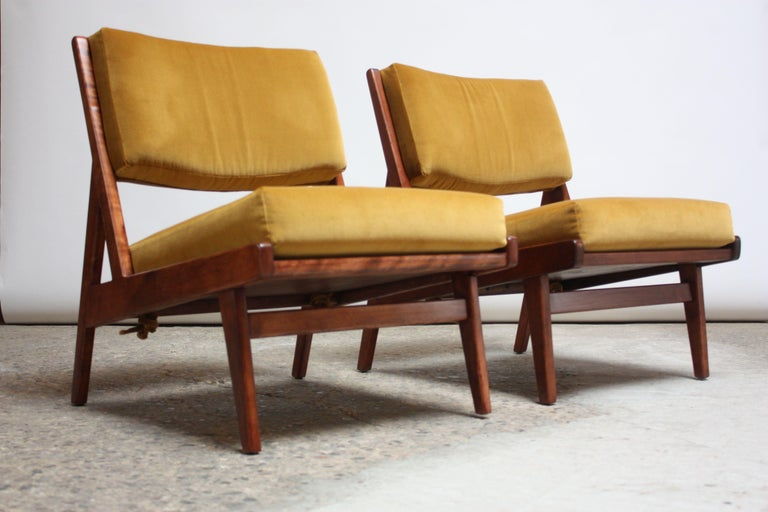 American Pair of Jens Risom Low Lounge Chairs Model U-431 in Walnut and Velvet For Sale