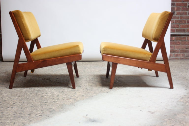 Pair of Jens Risom Low Lounge Chairs Model U-431 in Walnut and Velvet For Sale 2