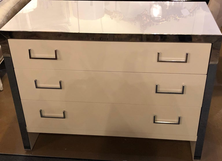 American Pair of John Stuart White Lacquer Commodes, Chests, Dressers or Nightstands For Sale