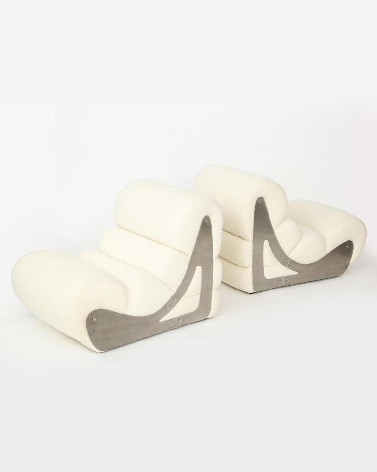 Modern Pair of Sculptural Kappa Slipper Chairs, 1970s France For Sale
