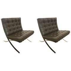 Pair of Knoll Barcelona Rare Color Olive Brown Leather Chairs Mies van der Rohe