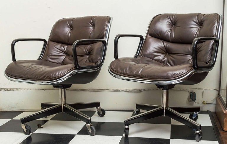Mid-Century Modern Pair of Knoll Black Leather Pollock Executive Armchairs