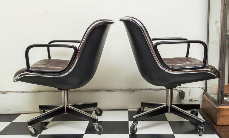 Pair of Knoll Black Leather Pollock Executive Armchairs In Good Condition In San Francisco, CA