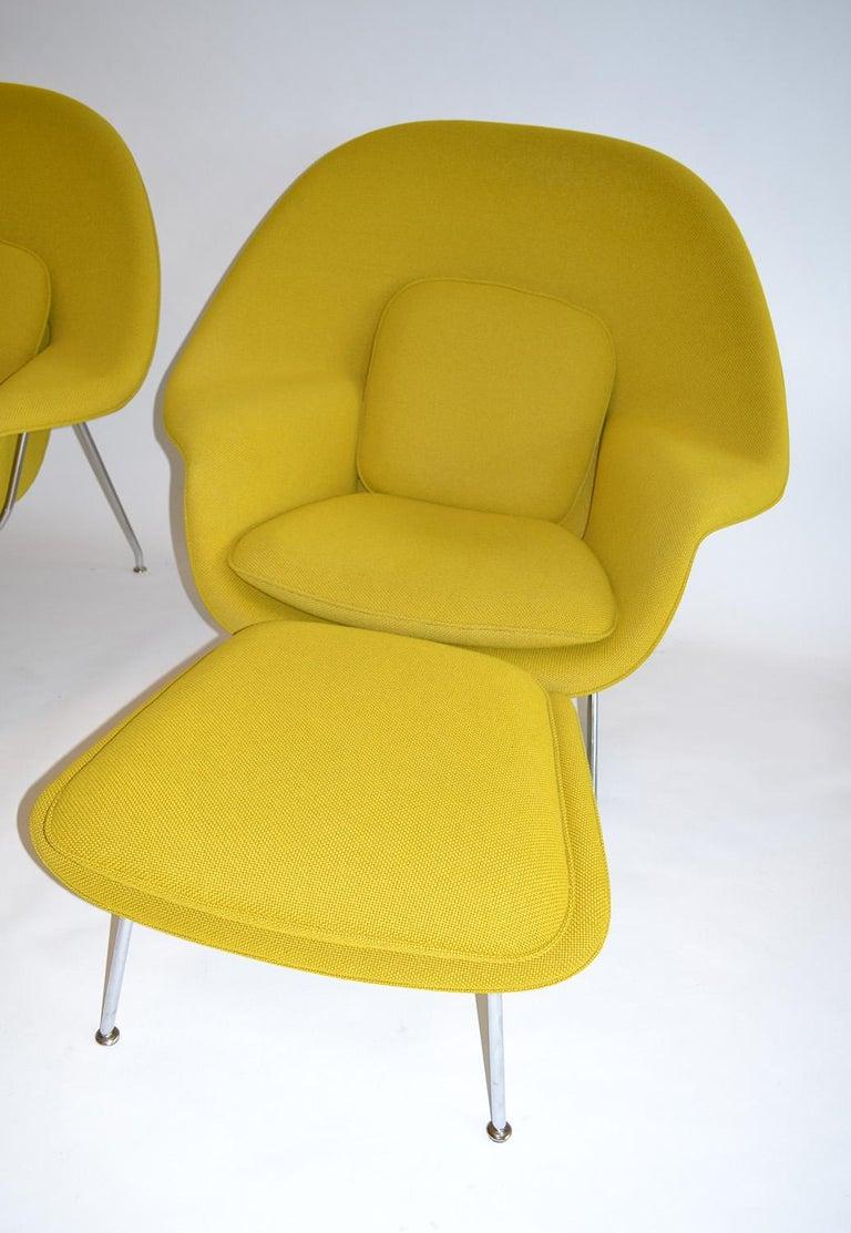 Mid-Century Modern Pair of Knoll Eero Saarinen Womb Chairs and Ottomans Mid Century For Sale