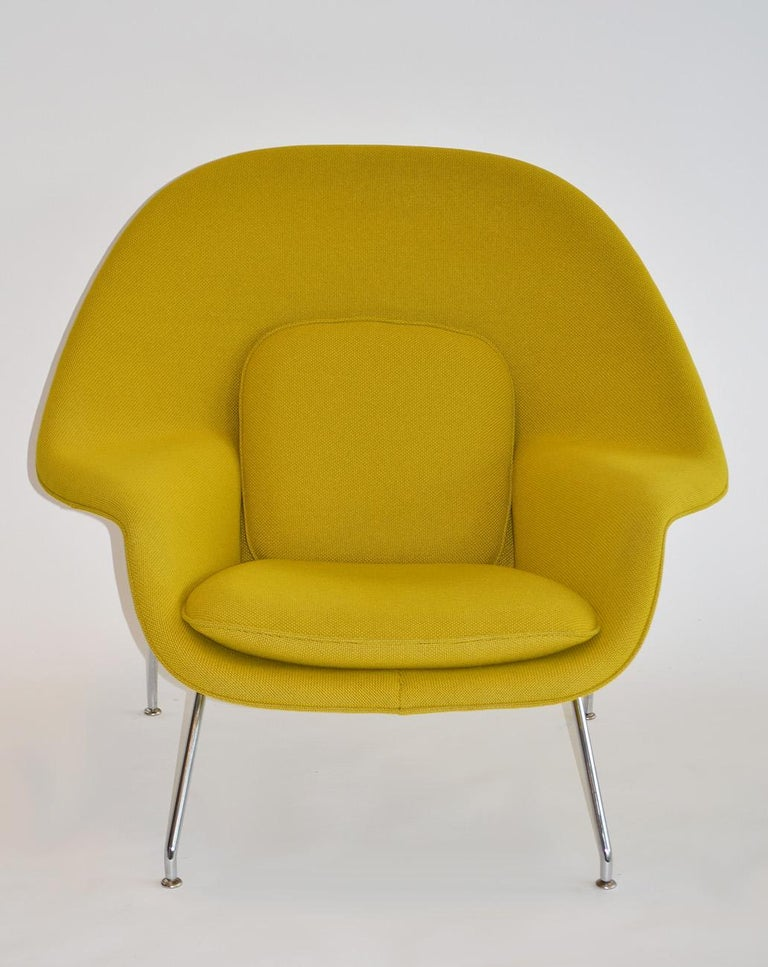 American Pair of Knoll Eero Saarinen Womb Chairs and Ottomans Mid Century For Sale