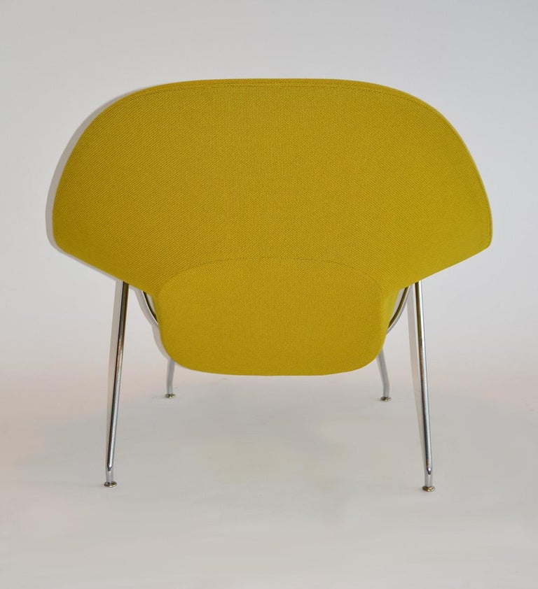 20th Century Pair of Knoll Eero Saarinen Womb Chairs and Ottomans Mid Century For Sale