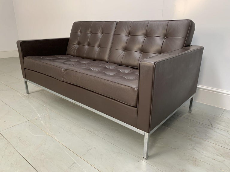 """American Pair of Knoll Studio """"Florence Knoll"""" Settee Sofas in """"Sabrina"""" Brown Leather For Sale"""