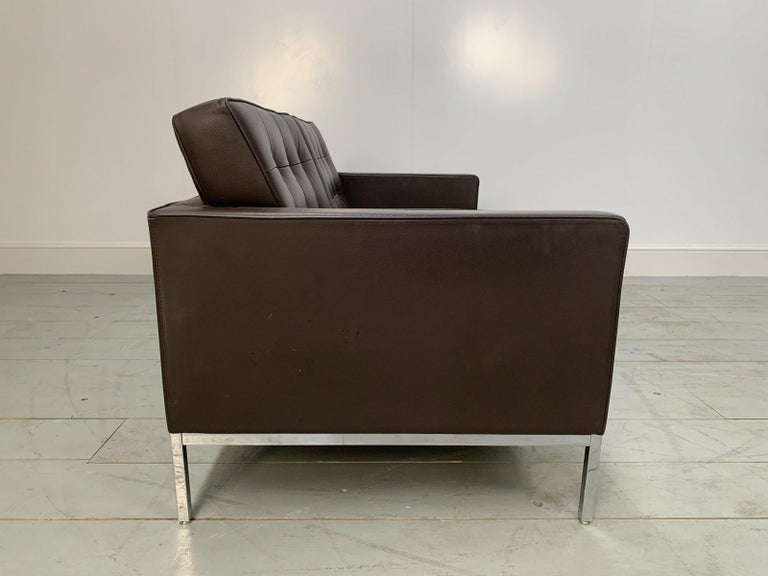 """Contemporary Pair of Knoll Studio """"Florence Knoll"""" Settee Sofas in """"Sabrina"""" Brown Leather For Sale"""