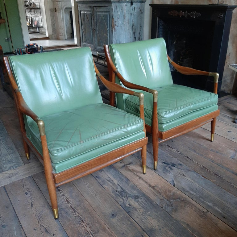 Pair of Kodof-Larsen 1960s Danish Lounge Chairs, Green Leather and Brass Accents In Good Condition For Sale In Baambrugge, NL