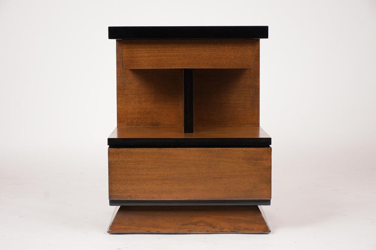 Pair of Lacquered Mid-Century Modern Style Nightstands In Good Condition For Sale In Los Angeles, CA