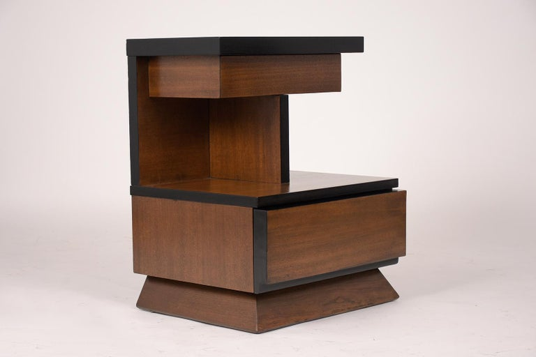 Mid-20th Century Pair of Lacquered Mid-Century Modern Style Nightstands For Sale