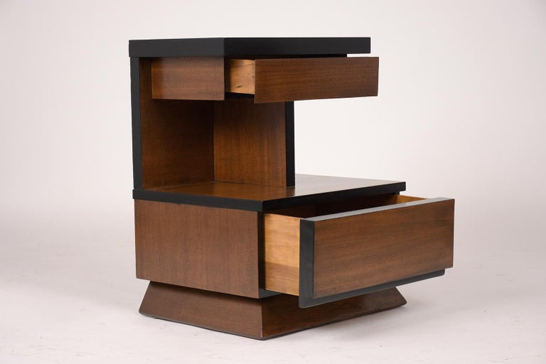 Wood Pair of Lacquered Mid-Century Modern Style Nightstands For Sale